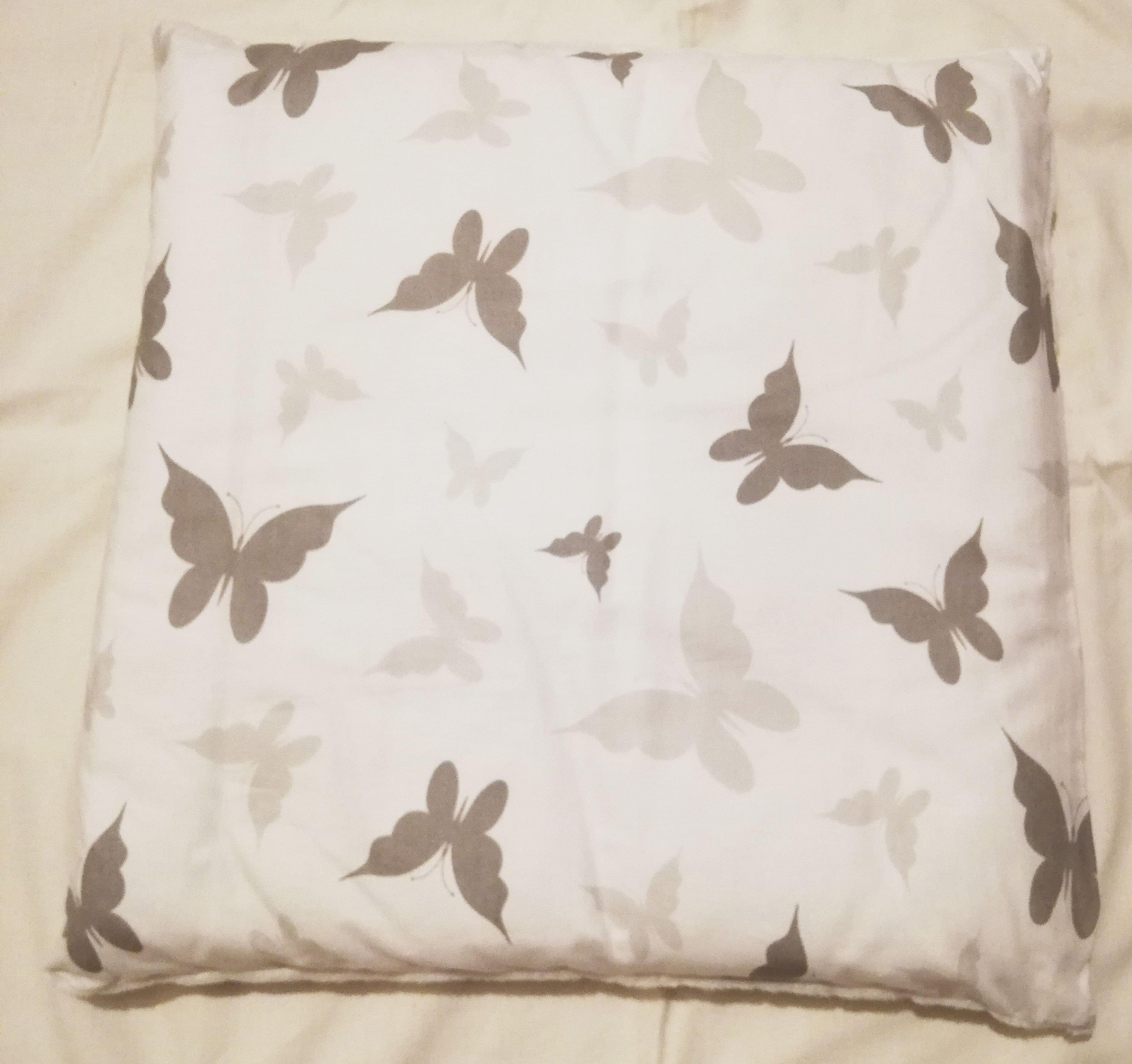 Dìtský polštáø bavlna + minky 40x40 cm šedí motýlci