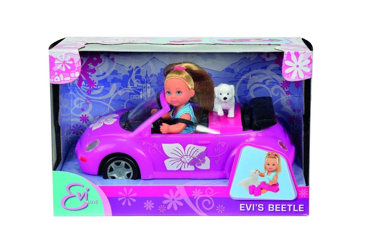 Panenka Evièka s autem New Beetle