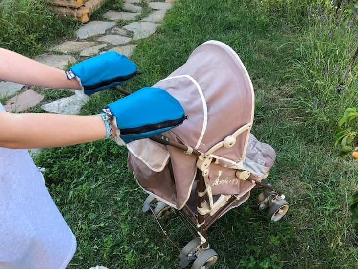 Nepromokavé merino rukavice petrolejové na koèárek - zvìtšit obrázek