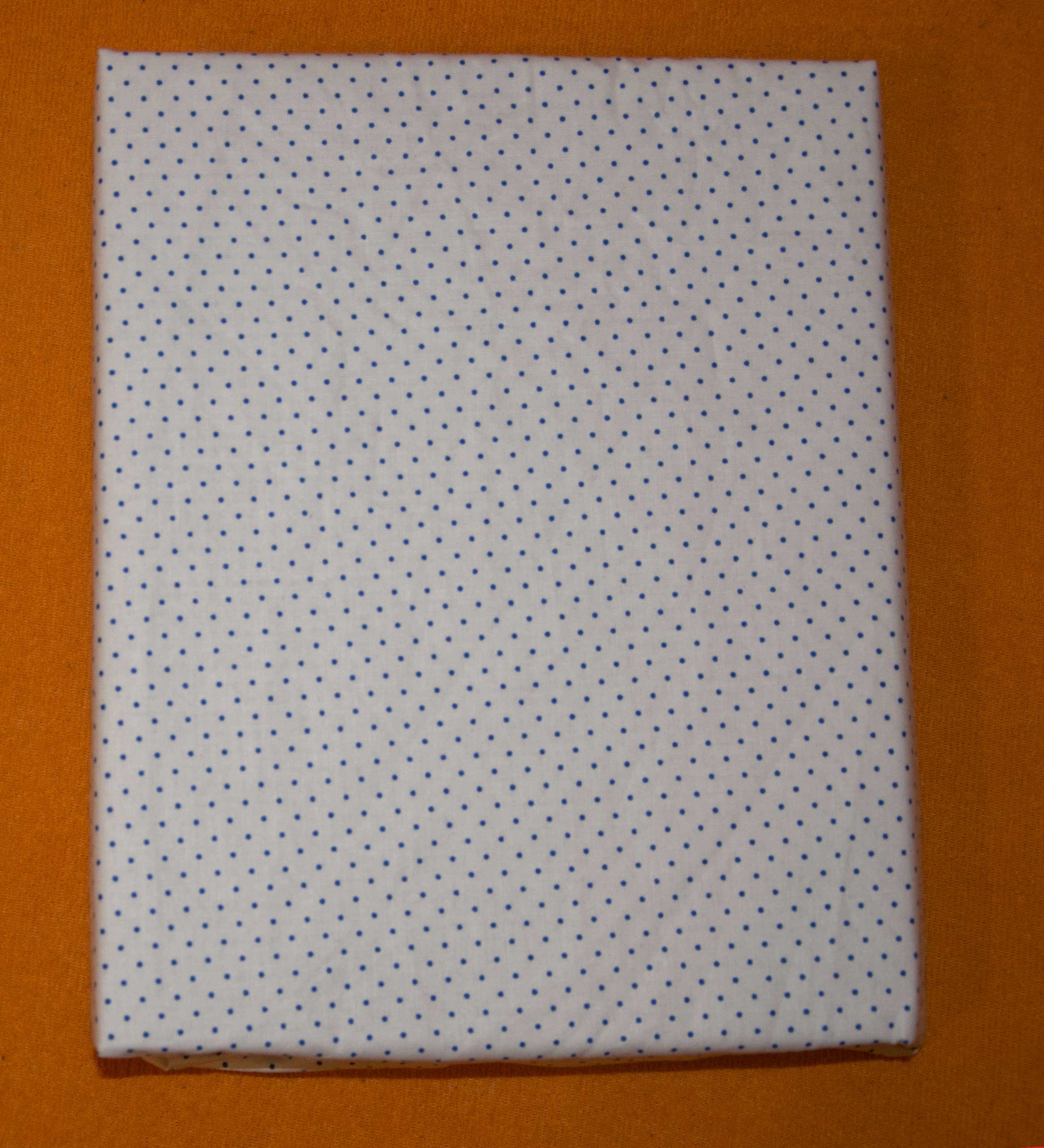Bavlnìné prostìradlo 120x60 cm bílé s modrými menšími puntíky - zvìtšit obrázek