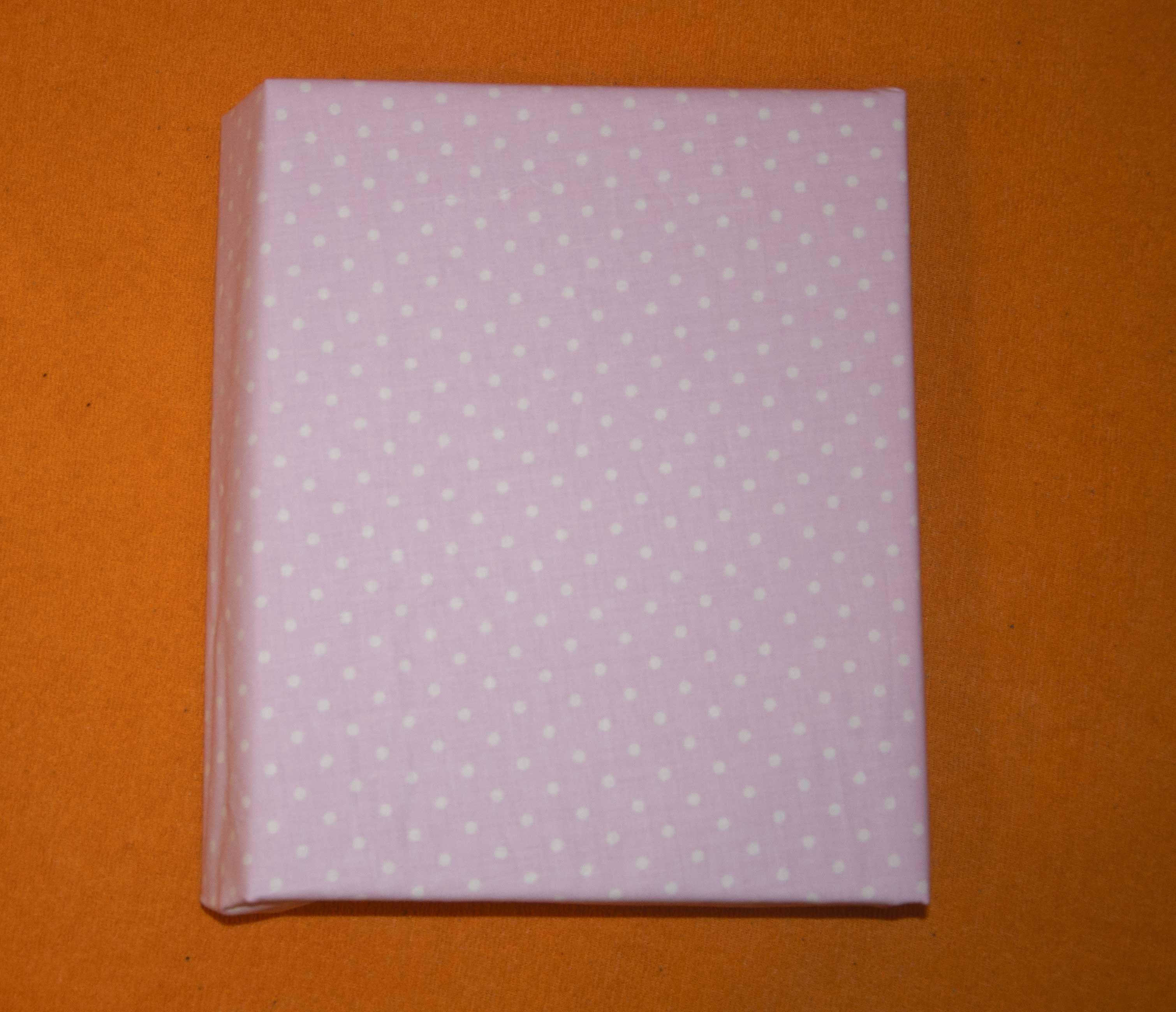 Bavlnìné prostìradlo 120x60 cm rùžové s bílými vìtšími puntíky - zvìtšit obrázek