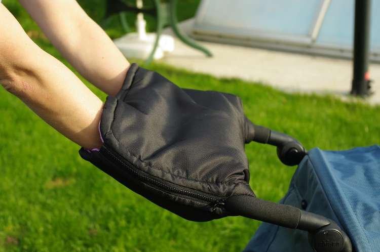 Tmavomodrý rukávník s beránkem z biobavlny - zvìtšit obrázek