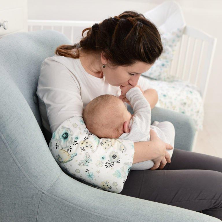 Rukáv na nošení a krmení miminka kvìty rùžová - zvìtšit obrázek